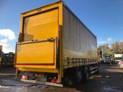 Curtainsider Body with tail lift
